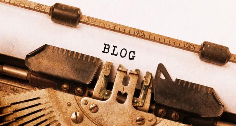 Old typewriter to write a blog post