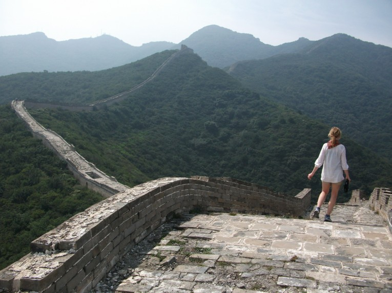 Walking along the great wall to the mountains